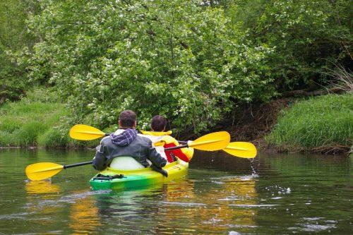 Plaukimai baidarėmis Jūros upe Žemaitijoje, stovyklavietė, mobili pirtis