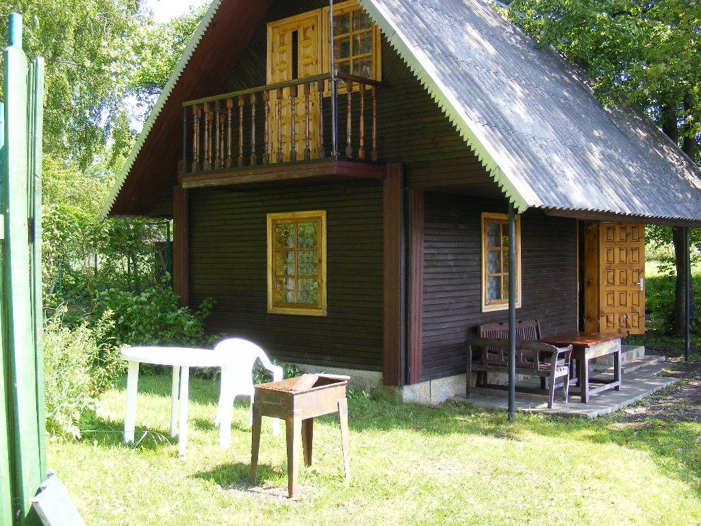 MOLETAI. Isnuomuojamas poilsinis namelis (VILA) – 3 m iki ezero