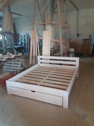 Medinės lovos (medinių lovų gamyba)