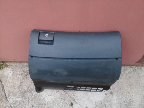 Parduodu Audi a4 1998 m. daiktadėže (bardačiokas)
