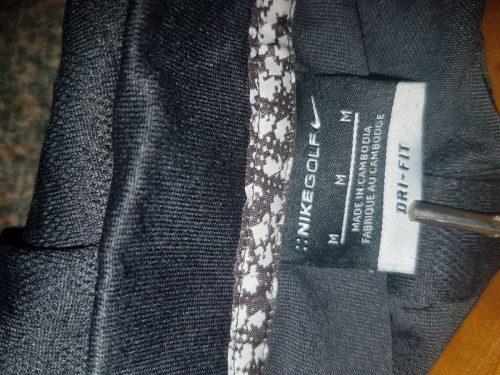Marškinėliai su trumpom rankovėmis.